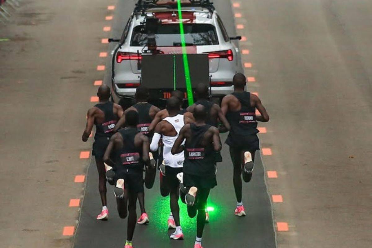 Kipchoge auto elettrica laser
